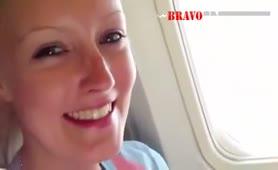 Im Flugzeug einen geblasen