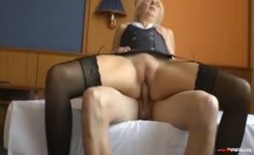 Junger Schwanz fickt blonde Oma