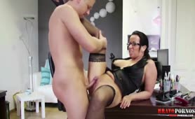 Deutsch Lehrerin bumst mit ihrem Schüler