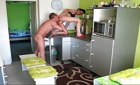 Pralle MILF in ihrer Küche gefickt