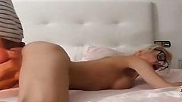 Dürres Brillen Luder erlebt harten Sex